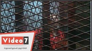 بالفيديو.. المدانون بالتخابر مع قطر يرفعون علامة رابعة بعد النطق بالحكم