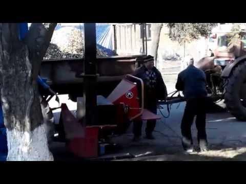Тракторная веткорезка в работе. (г.Липовец) смотреть онлайн