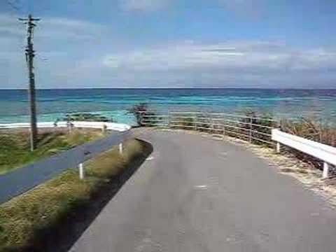 波照間島のニシ浜へと続く道を歩く