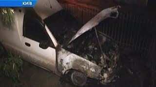Возле ТЦ ночью сгорел автомобиль