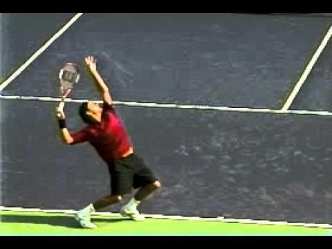Cu giao bong tennis cua Federer