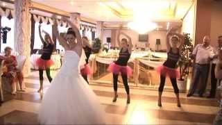 Танцы на свадьбе очень смешно и зажигательно