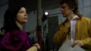 Behind the scene of Declare Independence  - Björk - Michel Gondry