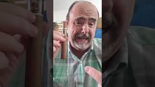 """Fumando un puro """"a punto de quiebre""""."""