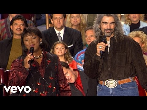 Tennessee Christmas [Live] - Babbie Mason and Guy Penrod