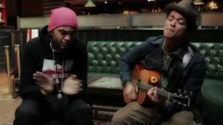 Baixar Travie McCoy: Billionaire ft. Bruno Mars (LIVE ACOUSTIC)