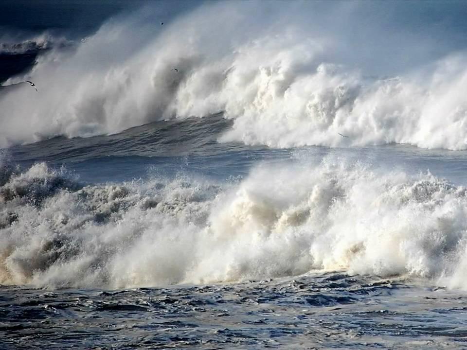 Resultado de imagem para imagem de mar agitado