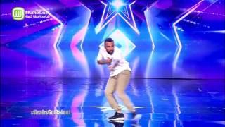 أحمد حلمي يمازح هذا المتسابق بالألمانية في Arabs Got Talent