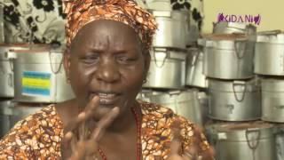 Mwanamke anaetengeneza Makaa ya Mawe kama  Nishati mbadala kwa kupikia
