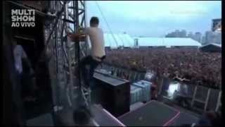 Kaiser Chiefs - I Predict a Riot - Lollapalooza Brazil 2013 (Ricky Wilson climbs the stage grids)