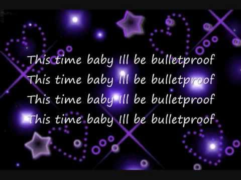 La-Roux Bulletproof Karaoke