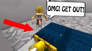 SHE CAUGHT ME IN HER BED! (Roblox Bloxburg)