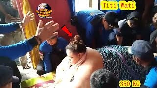 Detik-Detik Petugas Evakuasi Wanita BerBobot 350 Kg.! Rumah Titi Wati DiBongkar??