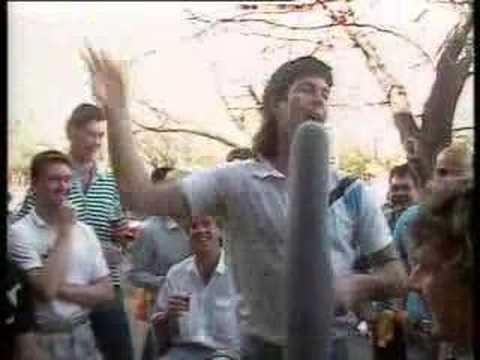 Carlton Blues - Stephen Kernahan sings 'Stand By Y...