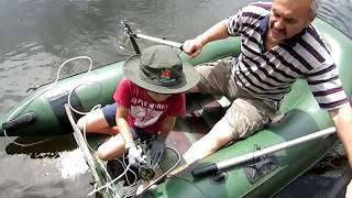 Поиск  магнитом с лодки  на лесном озере