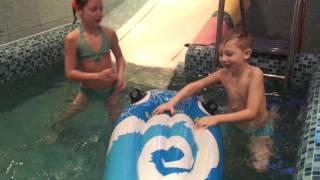 Урок: Как научиться плавать в бассейне!