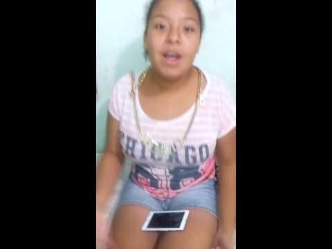 Menina sia traz paliativo em Guam do esta cam também do