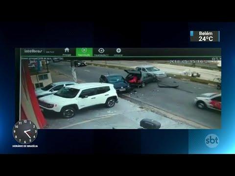 Criminoso em fuga atropela motociclista e provoca acidentes | SBT Notícias (16/05/18)