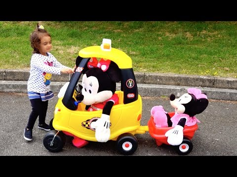 Minnie Mouse Cozy Taxi Ride / The wheels on the taxi go round and round