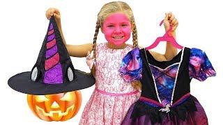 Diana escoge un disfraz de Halloween