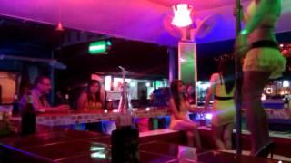 Тайские девушки| Ночная жизнь в Таиланде(Тайские девушки славятся своей привлекательностью и умениями. Ночная жизнь в Таиланде очень разнообразная..., 2013-12-15T16:41:37.000Z)