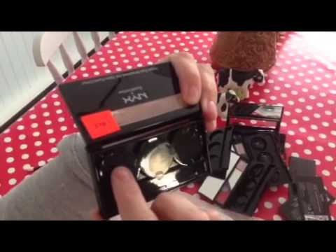 how to pack eyeshadow palettes