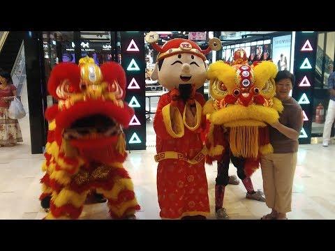 Lion Dancers Invade the Fahrenheit 88 Mall (Kuala Lumpur)