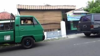 Video Lucu Cara Mengatasi Mobil Mogok
