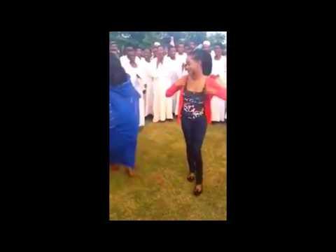 رقص على نغمات شرقية سودانية thumbnail