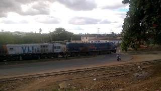 Estação de Caculé, com trem VLi FCA em 9.7.17