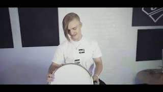 Surprising Simon Crahan with a snare in dedication to his sister   SJC Custom Drums
