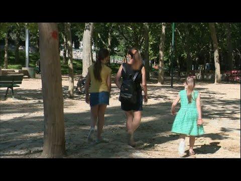 فرنسا: الباريسيون يتوافدون على المتنزهات والحدائق مع تخفيف الحجر الصحي المفروض جراء فيروس كورونا  - نشر قبل 21 ساعة