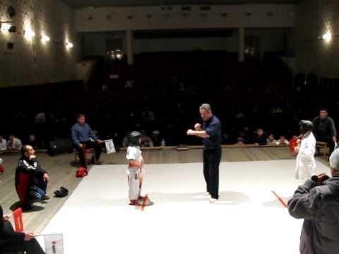 ",Kyokushin Moldova, Bacioi,""Midori"" (Semi finala cat.-40 Ion Cerchez (stanga) )"