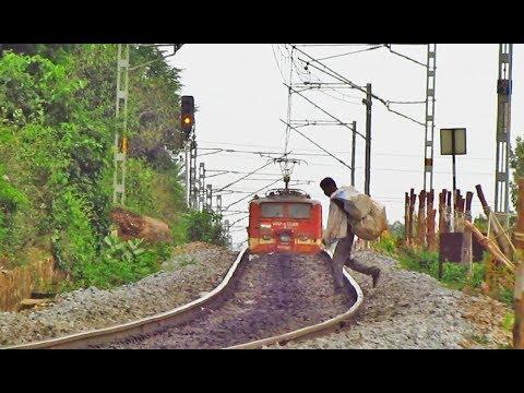 WAP4 Rises with Kacheguda Express - Indian Railways