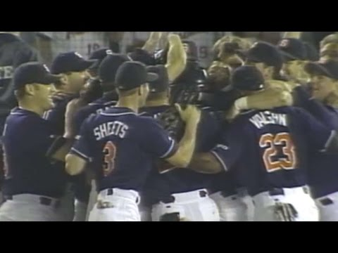 LAD@SD: Hoffman records final out to clinch NL West