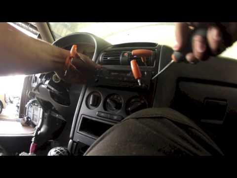Opel Astra type G:  Démonter le poste radio