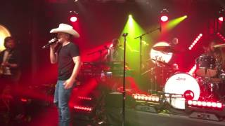 Tailgate Watch: Justin Moore Performs