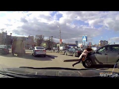 Pédestrians Vs Traffic #2 | Pedestrians on the road | April 2016