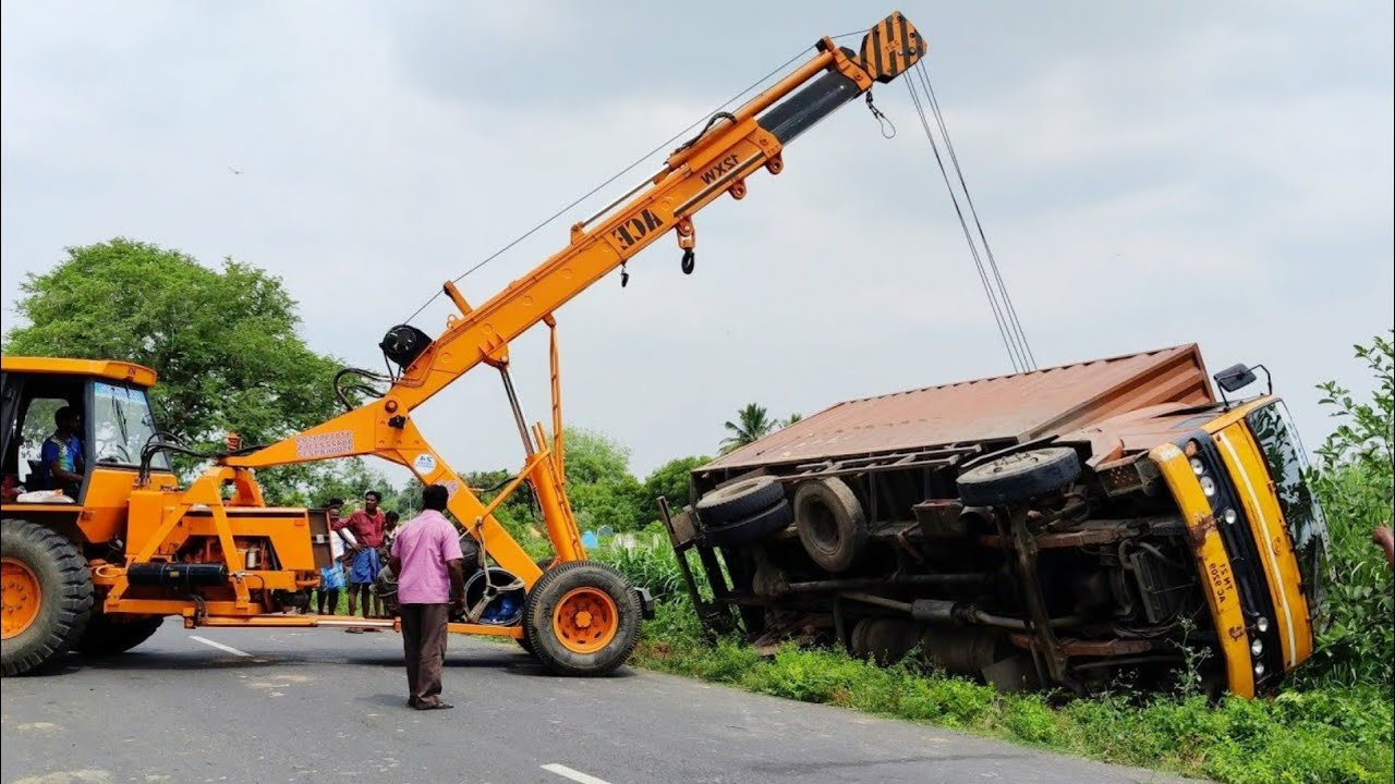 Truck rescue by Ace crane | Truck Accident | Come to Village