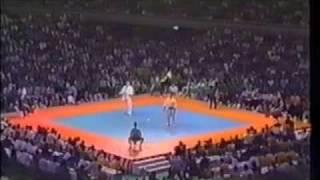 Kenji Yamaki verses Trevor Marriott - last round of the first fight...