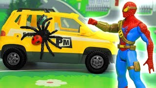 Видео для детей с игрушками Человек Паук - возвращение домой!