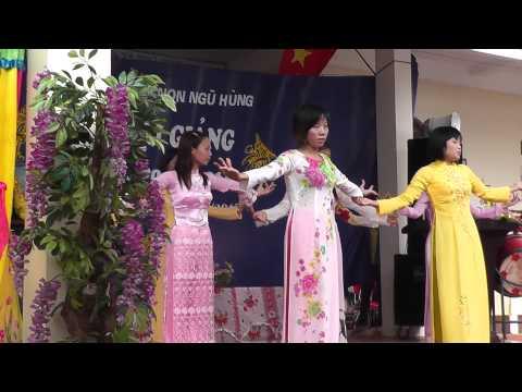 Tiết mục múa các cô giáo Mầm non xã Ngũ Hùng