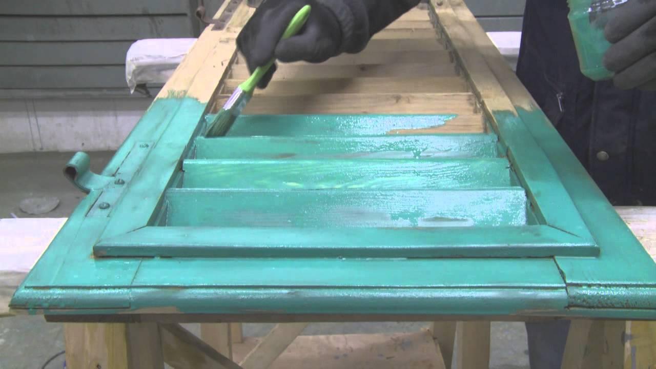 Come restaurare persiana in legno preparazione alla verniciatura 3 4 youtube - Verniciare porte in legno ...