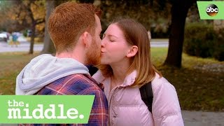 sue and tyler kiss the middle 8x15