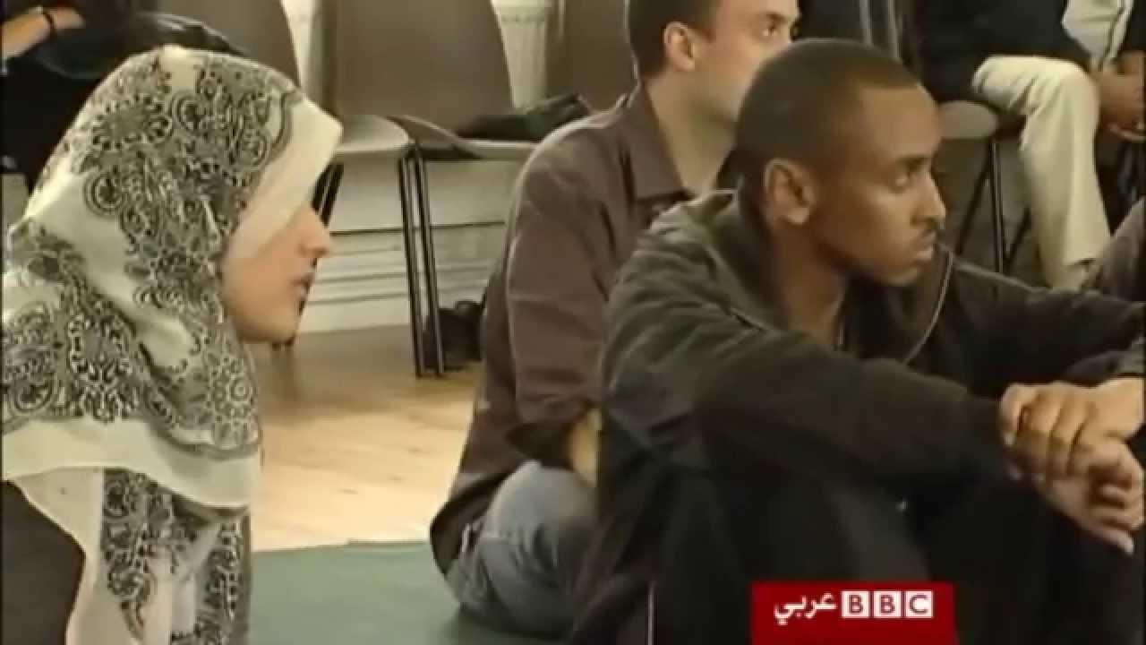 مسلمة تؤم صلاة الجمعة بمسجد في بريطانيا
