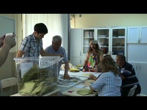 Fermeture des bureaux de vote et début du dépouillement à ankara