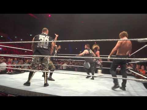 WWE Live Stuttgart 2015 Main Event Finale 14.11.2015 Kevin Owens Dean Ambrose Erste Reihe Germany
