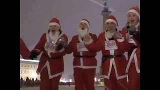 Тысячи Дедов Морозов пробежали по Санкт-Петербургу