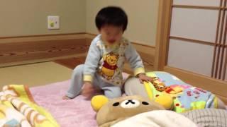光臣くんが1歳5ヶ月にしてでんぐり返しに挑戦してます(^∇^)できる...