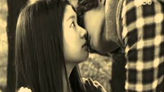 Озорной поцелуй - Playful kiss